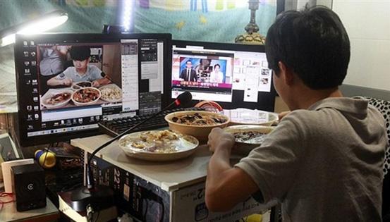 直播吃饭月入过万,网络直播有何魅力?